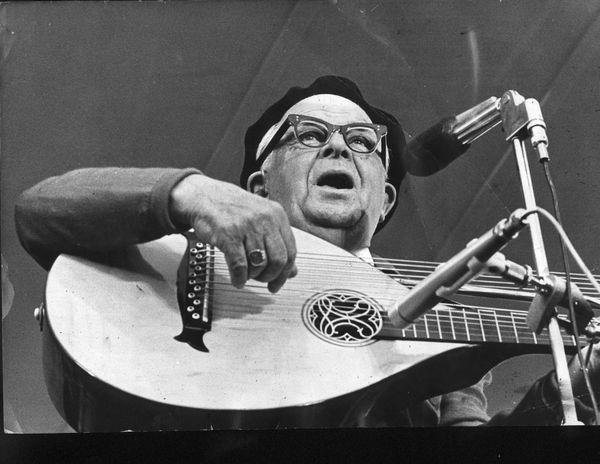 Evert Taube (1890–1976).